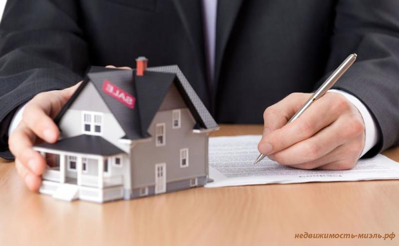 Россиянам запретили дарить и менять доли в недвижимости без заверения нотариуса